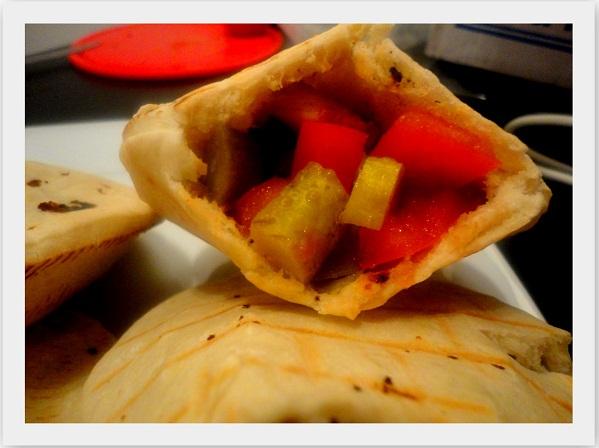 Pita z grillowanym kurczakiem i warzywami