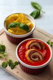 Roladki z kurczaka w pomidorowo-paprykowym sosie