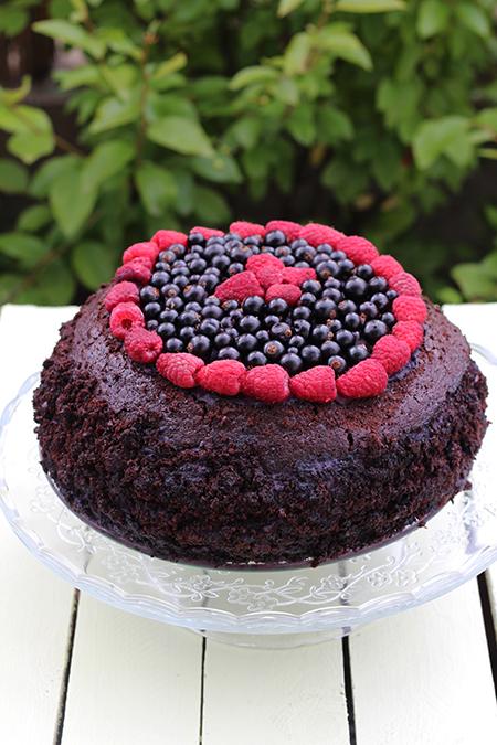 Ciasto czekoladowe z kremem porzeczkowym