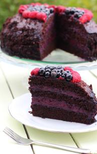 Czekoladowe ciasto z porzeczkowym kremem