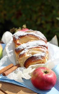 Odrywany chlebek z jabłkami
