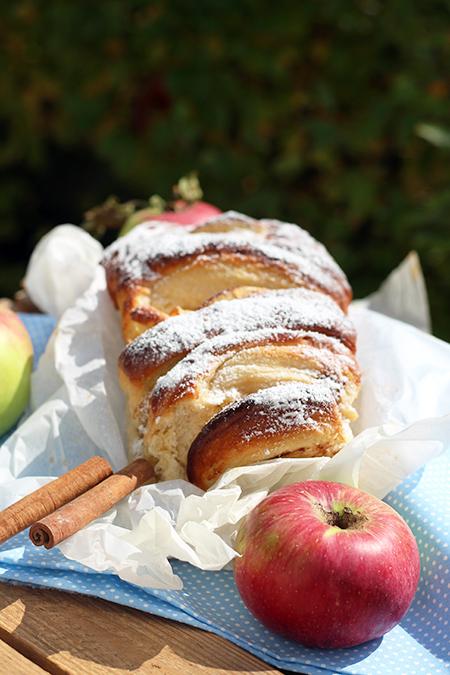 Chlebek odrywany z jabłkami