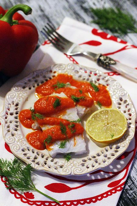Ryba w sosie z pieczonej papryki