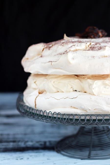 Tort dacquoise z orzechami