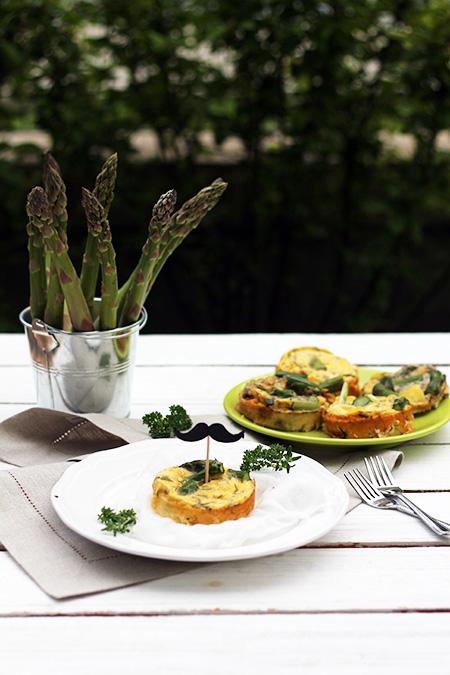 Omlet z piekarnika ze szparagami