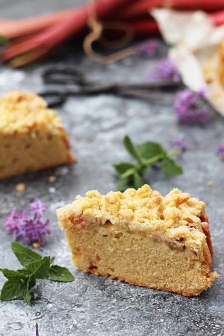 Szybkie ciasto z rabarbarem i kruszonką
