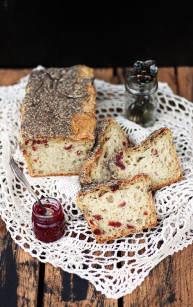 Prosty chleb z żurawiną