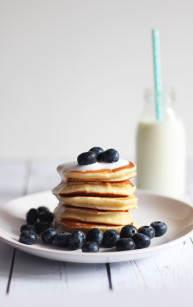 Cytrynowe pancakes z sosem waniliowym