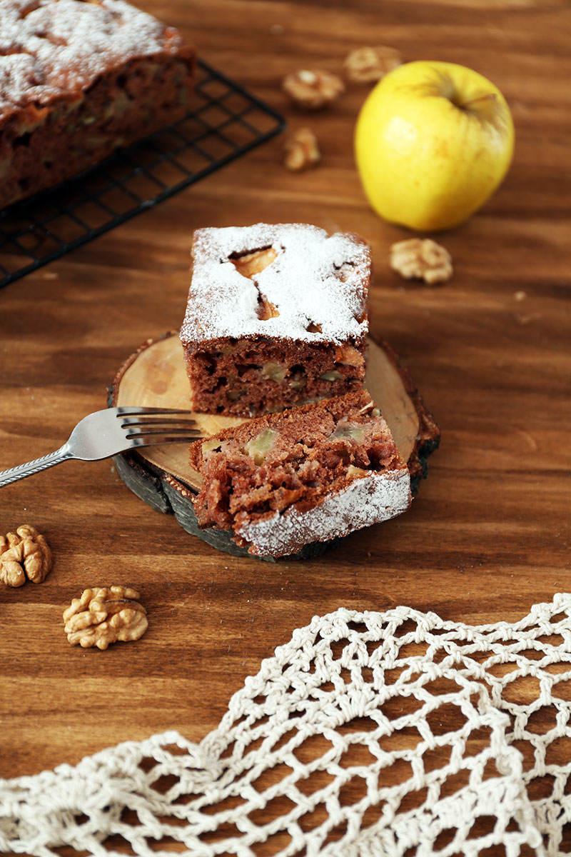 Czekoladowe-ciasto-z-jablkami