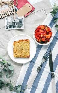 Placki ziemniaczane z piekarnika z leczo z pieczonej papryki i cukinii