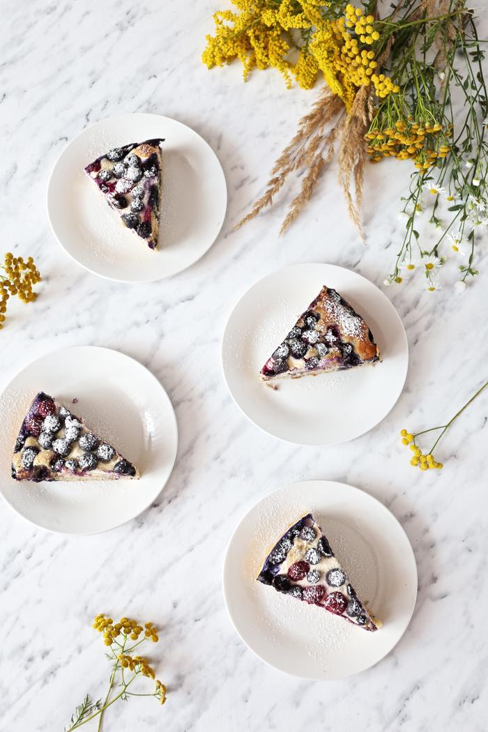 ciasto-z-serkiem-i-borowkami