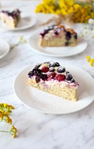 Szybkie ciasto z twarożkiem i borówkami