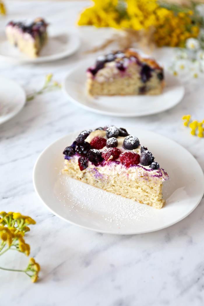 ciasto-z-twarozkiem-i-owocami