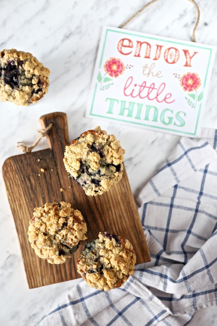muffinki-z-jagodami-i-kruszonka
