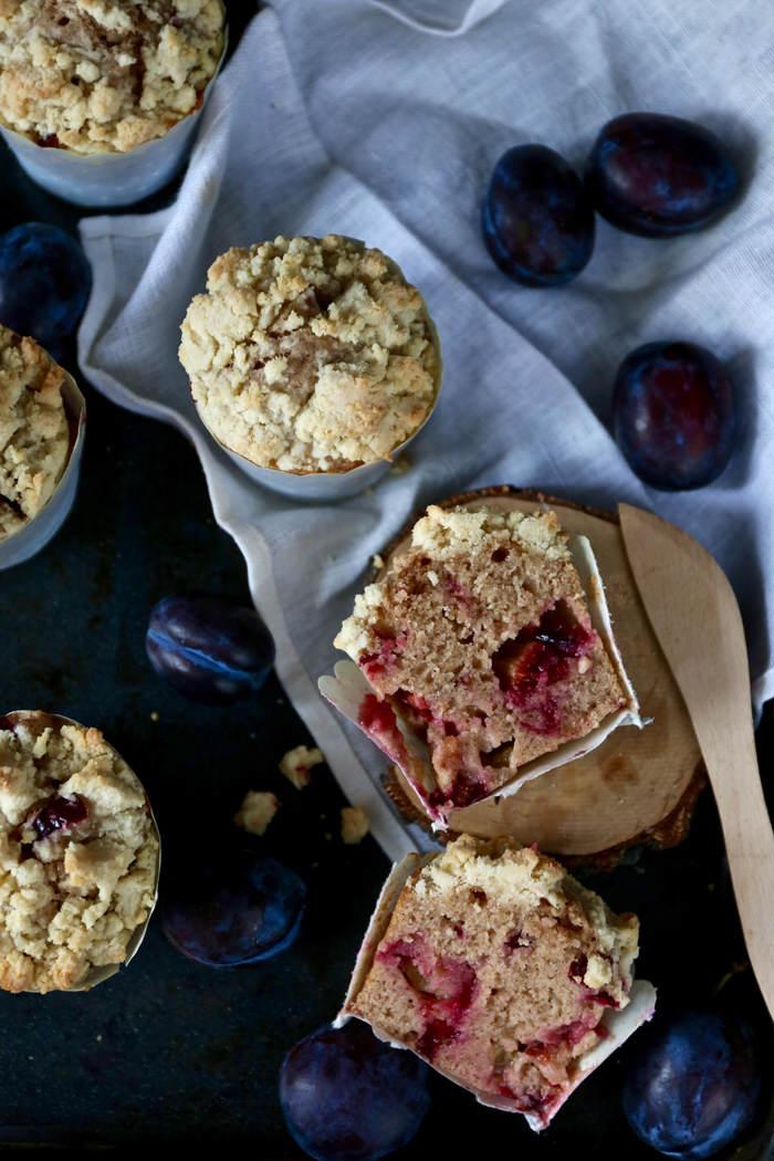 muffiny-ze-sliwkami-i-kruszonka