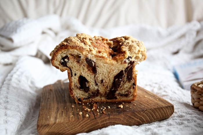 ciasto-drozdzowe-z-cynamonem-i-czekolada