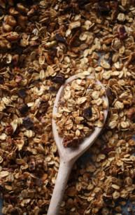 Orzechowa granola z syropem klonowym