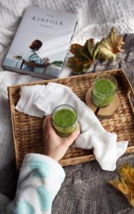 Energetyczny zielony koktajl ze szpinakiem
