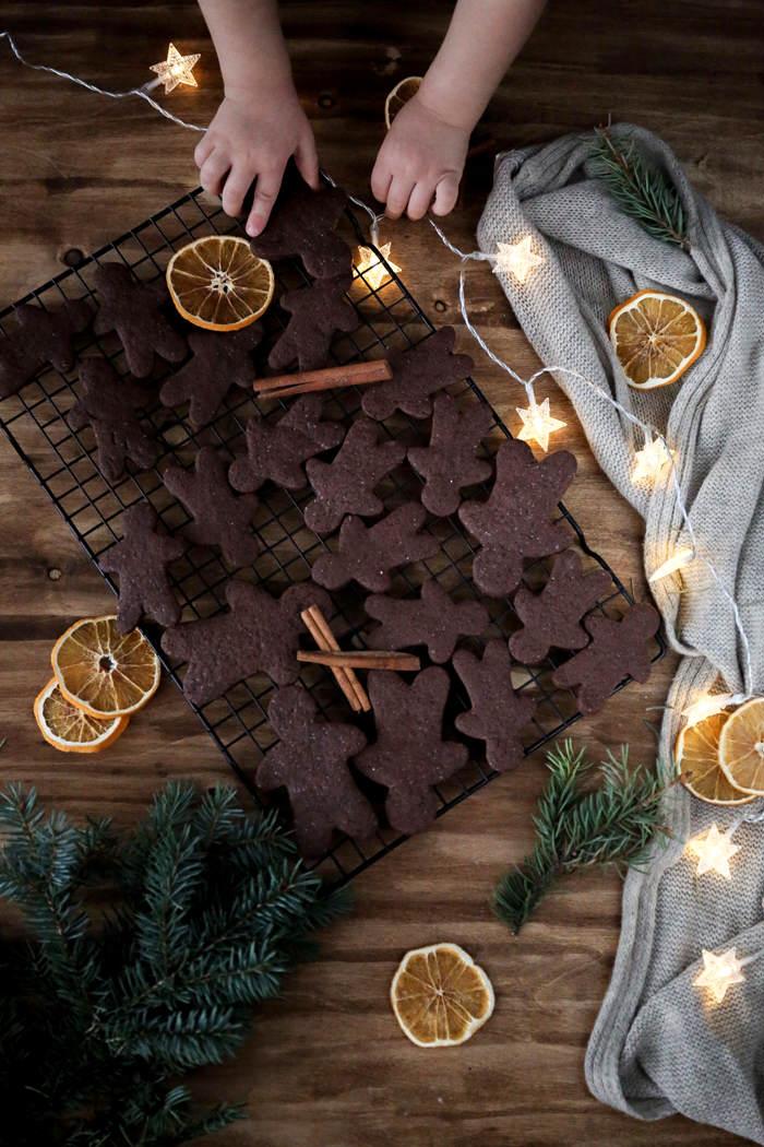 kruche-ciasteczka-korzenno-czekoladowe