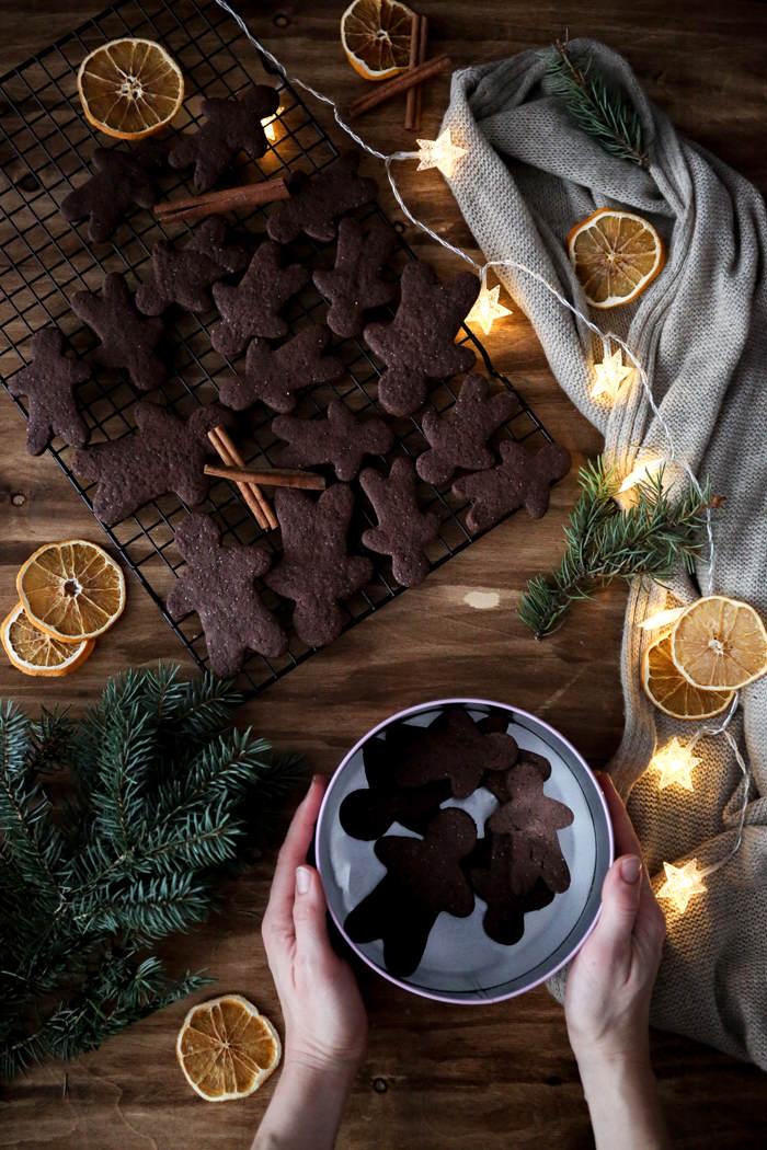 kruche-pierniczki-czekoladowe