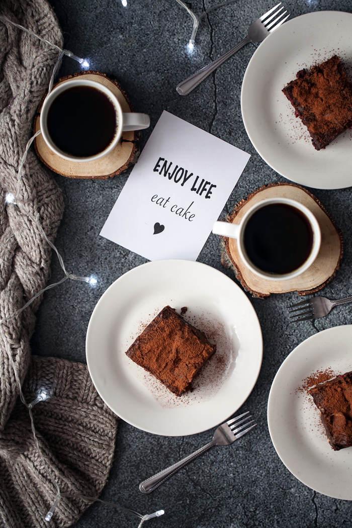 Obłędnie czekoladowe brownies z malinami
