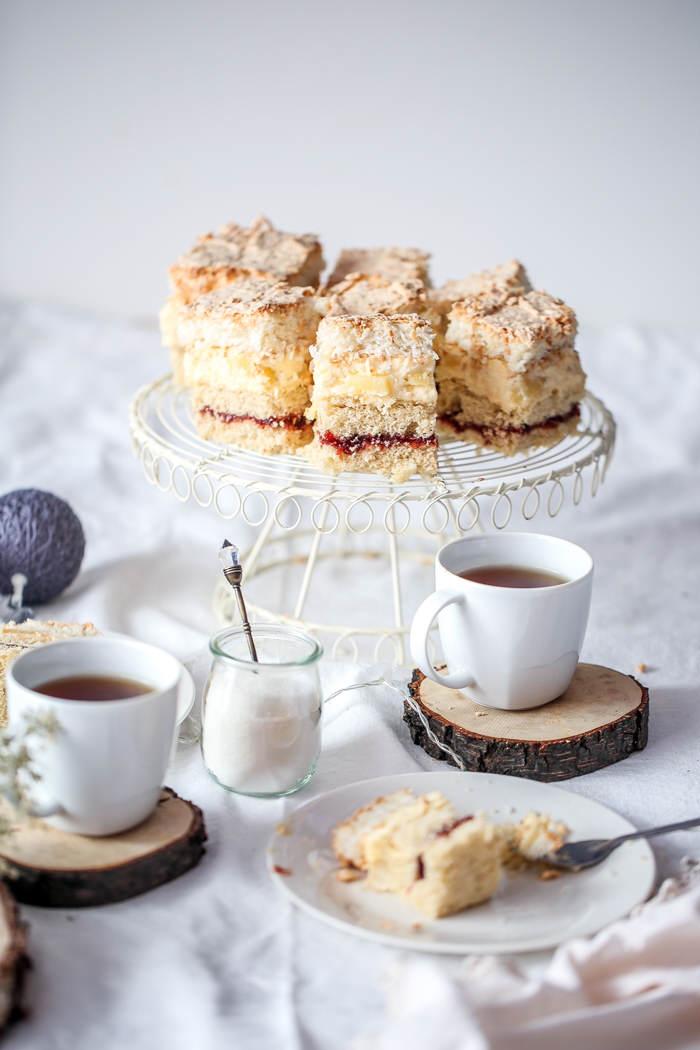 Przepis na ciasto z kremem i bezą
