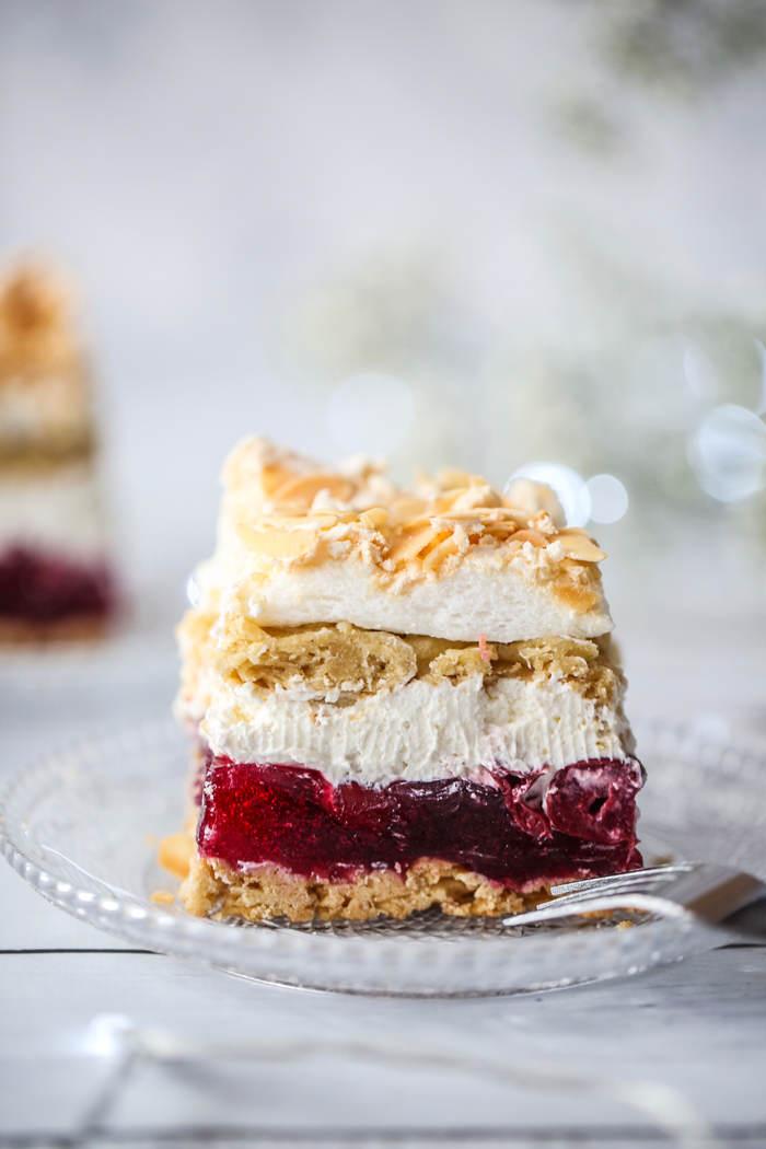 Ciasto z galaretką i bitą śmietaną przepis
