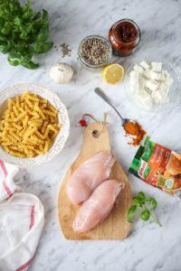 Makaron z kurczakiem i suszonymi pomidorami przepis