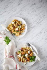 Przepis na sałatkę z kurczakiem i suszonymi pomidorami