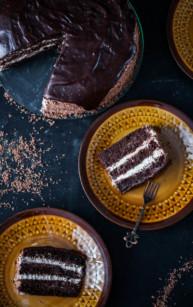 Tort czekoladowo-kawowy z powidłami