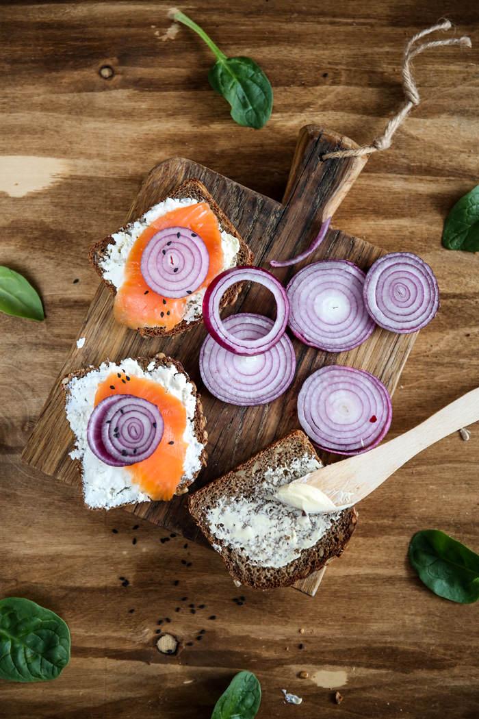 Przepis na kanapkę z łososiem i twarożkiem