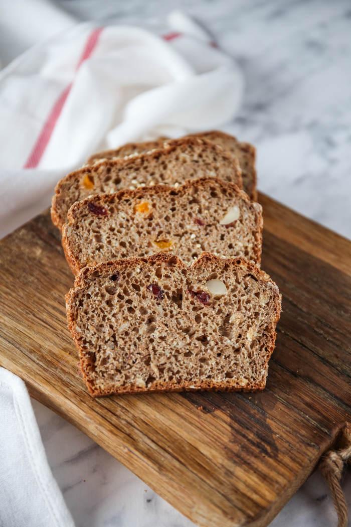 chleb z suszonymi owocami