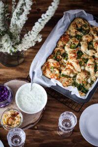 pizza z kurczakiem fetą i brokułami przepis