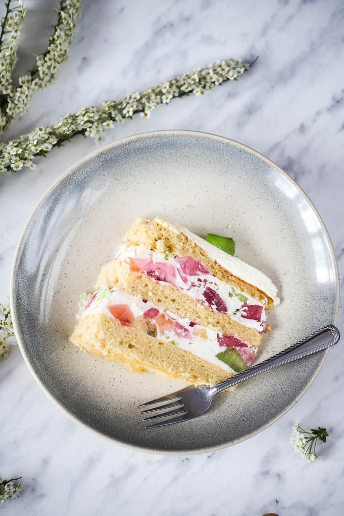 Tort śmietankowo-jogurtowy przepis