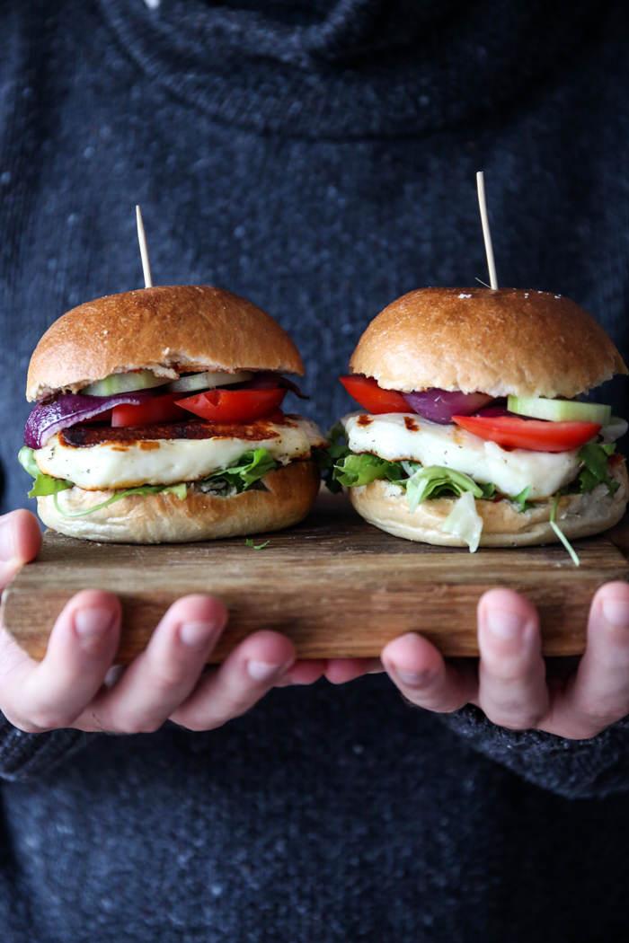 burgery z grillowanym halloumi