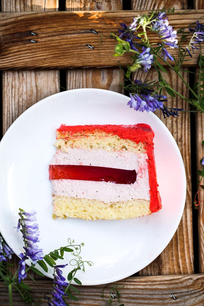 Tort z galaretką i lekkim kremem