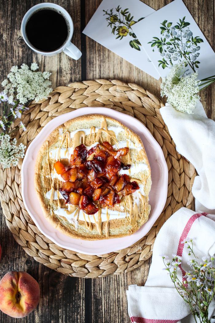 Pełnoziarnisty omlet ze śliwkami
