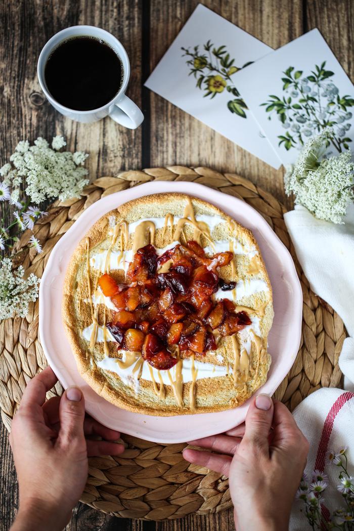 Zdrowy omlet ze śliwkami