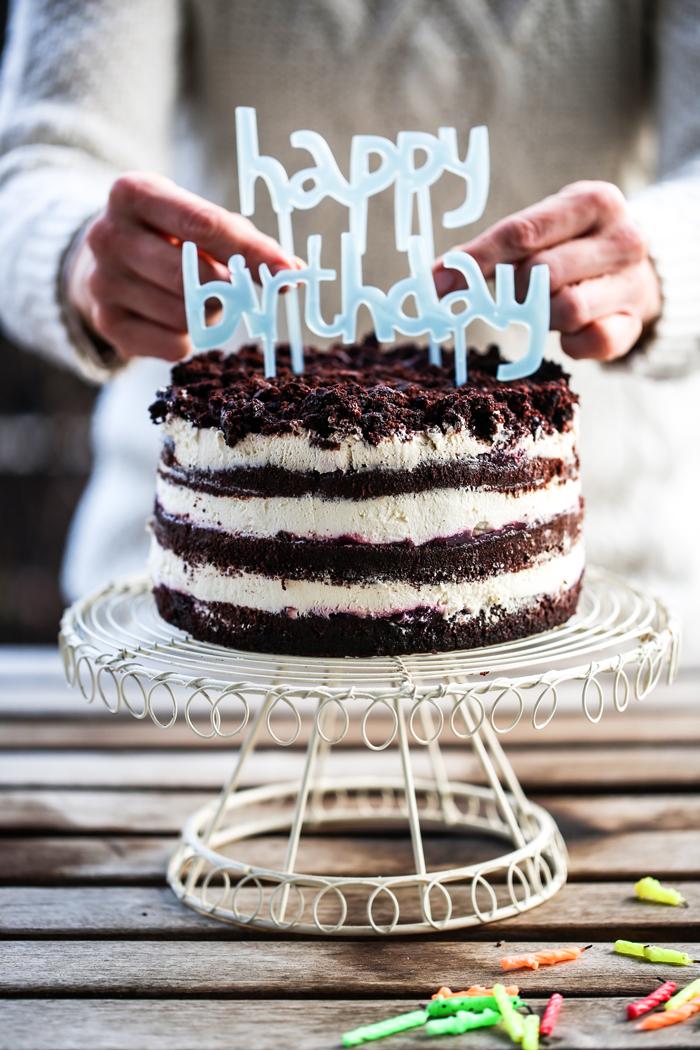 Czekoladowy tort z czarna porzeczka