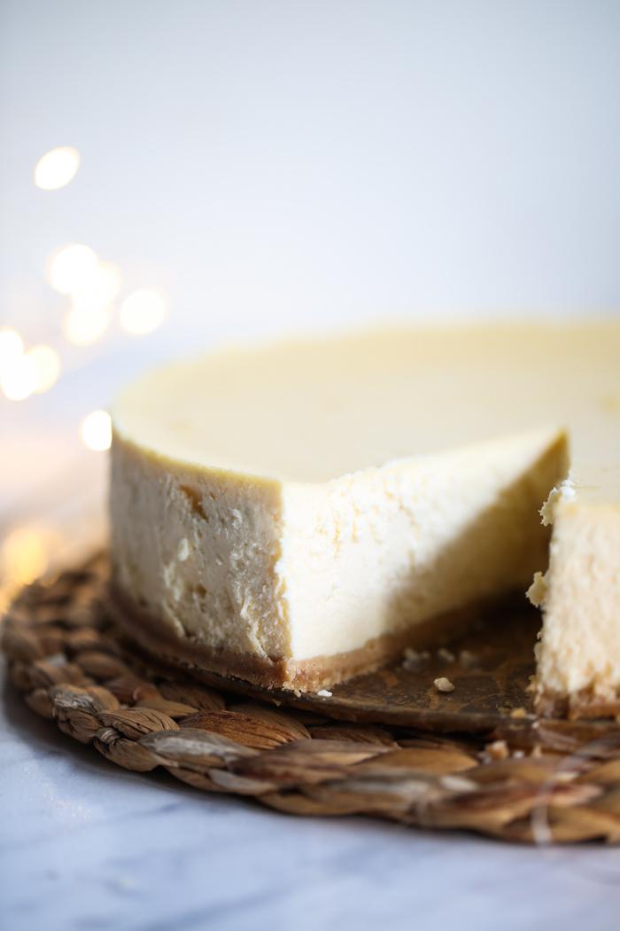 Kremowy sernik z białą czekoladą i mascarpone