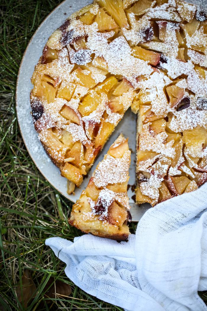 Odwrócone ciasto z owocami