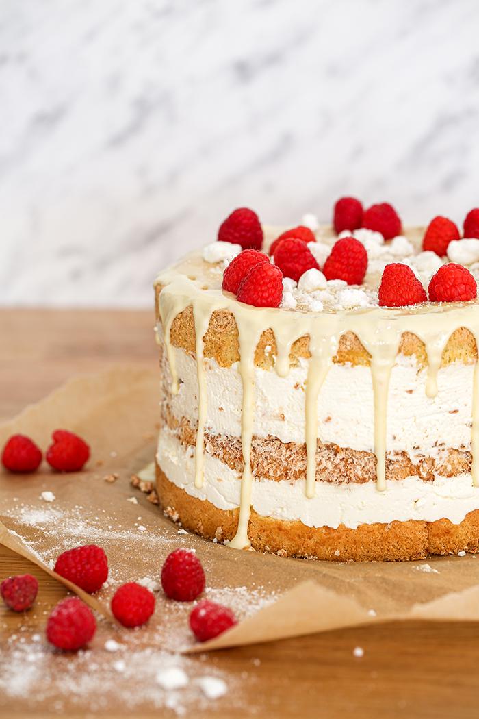 Tort malinowo kokosowy