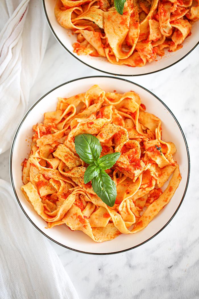 Sos pomidorowo-bazyliowy