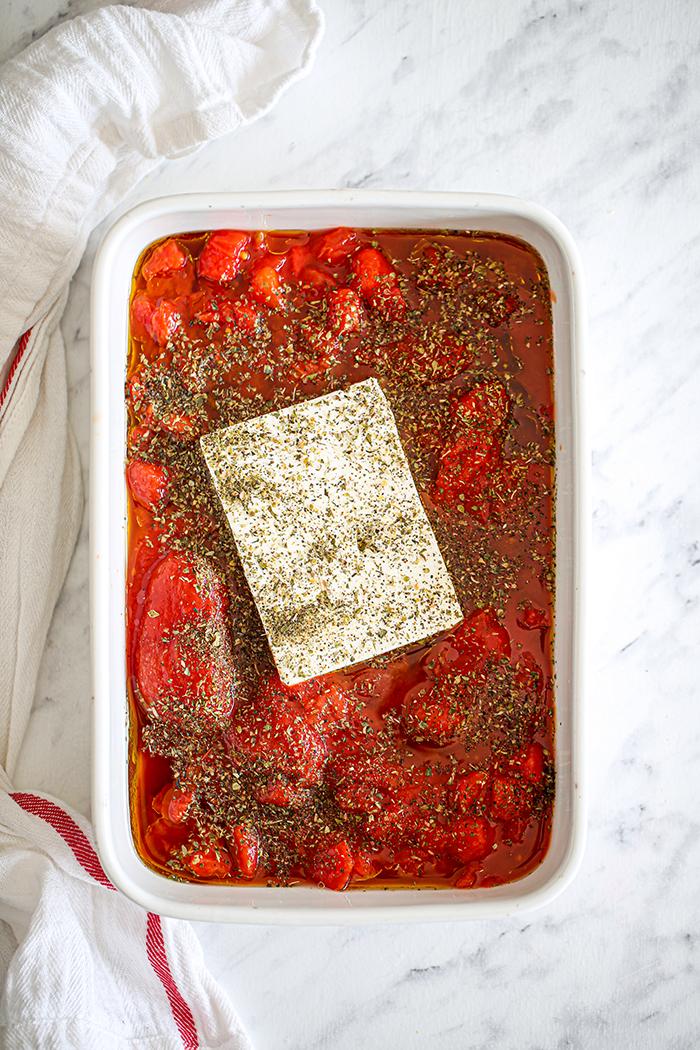 sos pomidorowy z feta