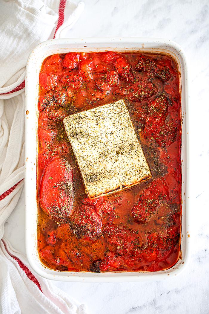 sos pomidorowy z serem feta