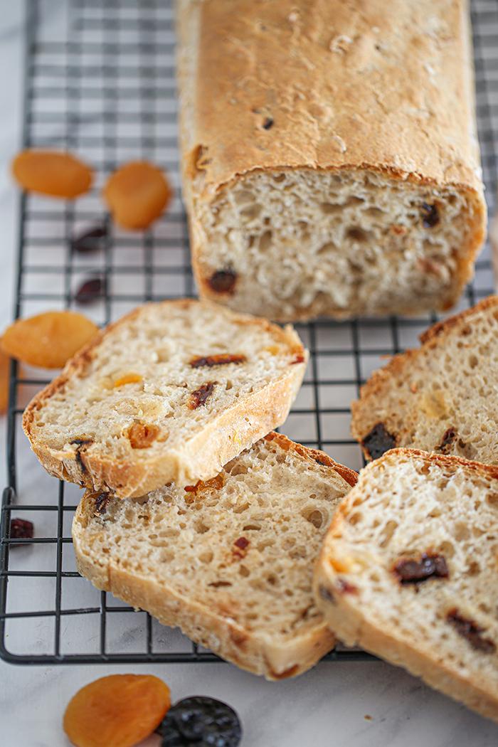 Prosty chleb owocowy